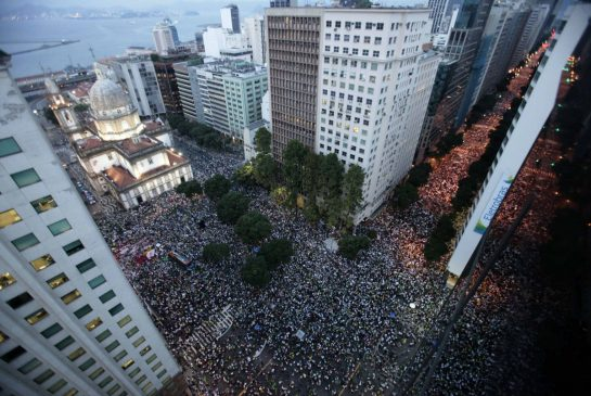 Rio_protest_aerial.jpg.size.xxlarge.promo-50560d1be036cd9edb07c55db993ea17-