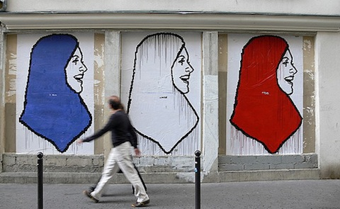 Fresque-hijab-france-source-france24-4ad94536910516627d0b0a213c6c796c-