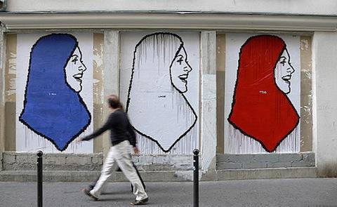 Fresque-hijab-france-source-france24-4ad94536910516627d0b0a213c6c796c-