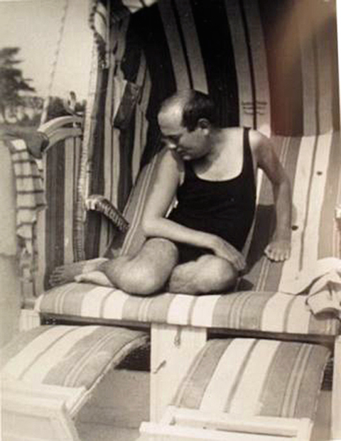 Adorno-on-the-beach-8c88f4e357f739a3988240b995cd431a-8c88f4e357f739a3988240b995cd431a-