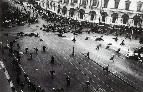July_days_petrograd_1-