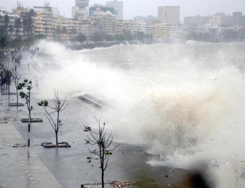 Rain_in_mumbai_snm_2005112g-