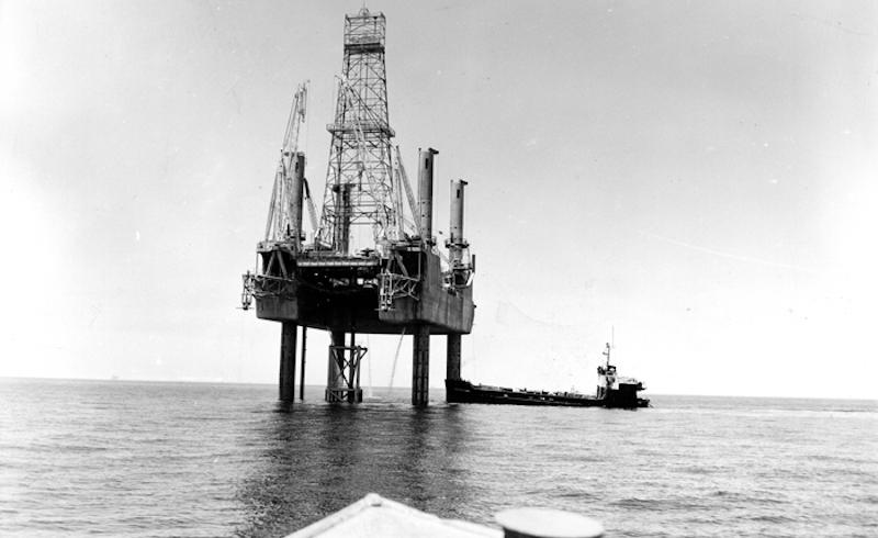 Grand_isle_drilling_platform-