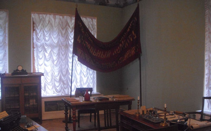 Offices_of_the_bolshevik_party_in_1917-_in_the_museum_of_recent_political_history-_st_petersburg-1--min-1--