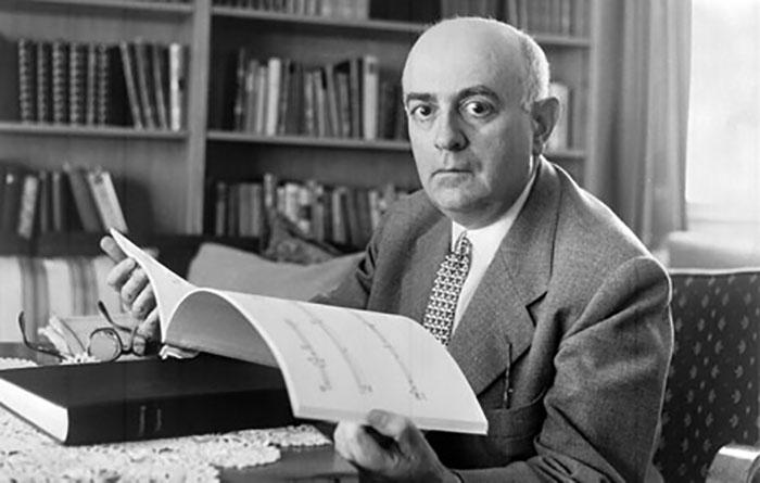 Adorno_in_study-