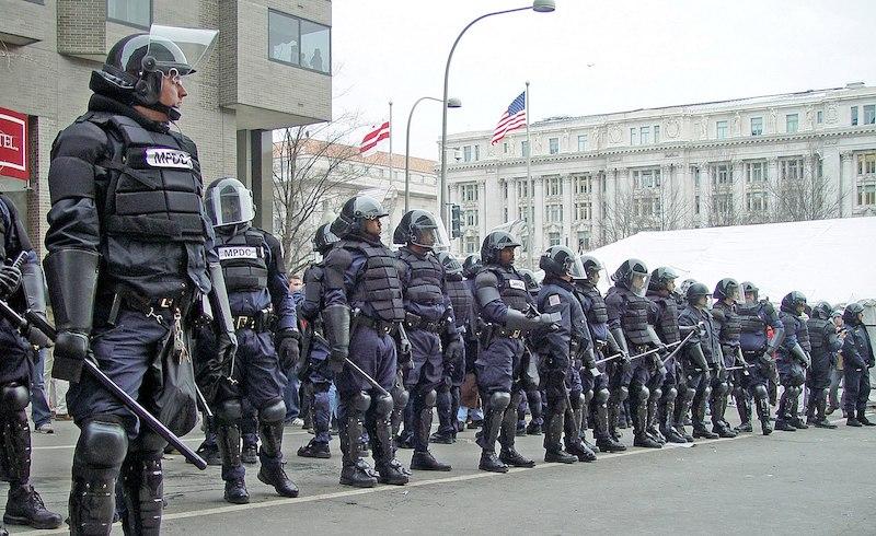 Anuary_20_2005_riot_cops_d.c.-