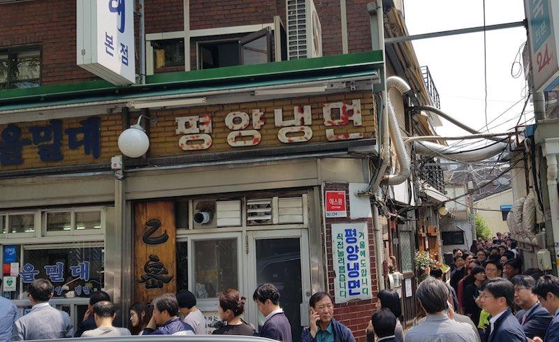 Naengmyeon_line_seoul-