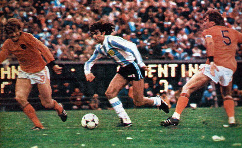 Kempes_vs_netherlands_1978-