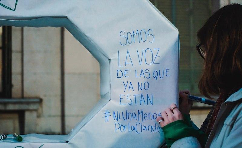 Ni_una_menos_grafitti_santa_fe_2018-