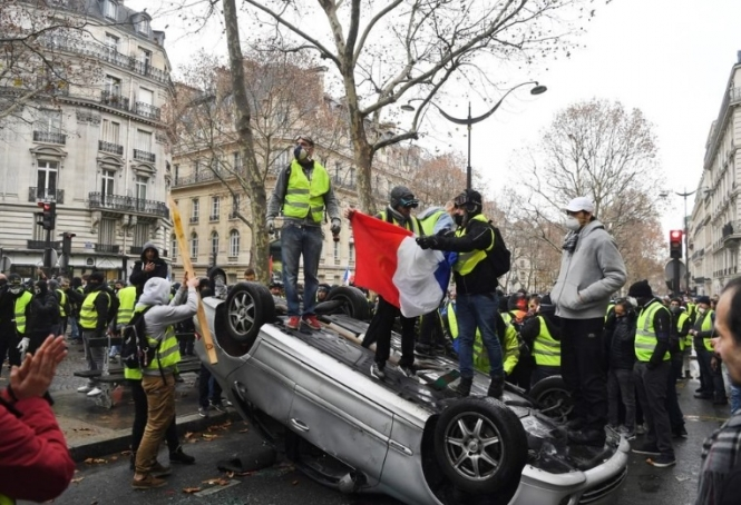 Gilets-jaunes-protests-daytime_articleimage-