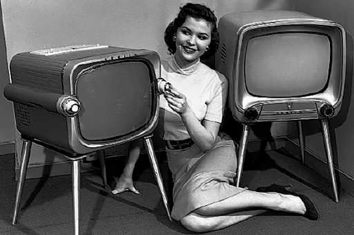 Televison_sets_in_1950s-