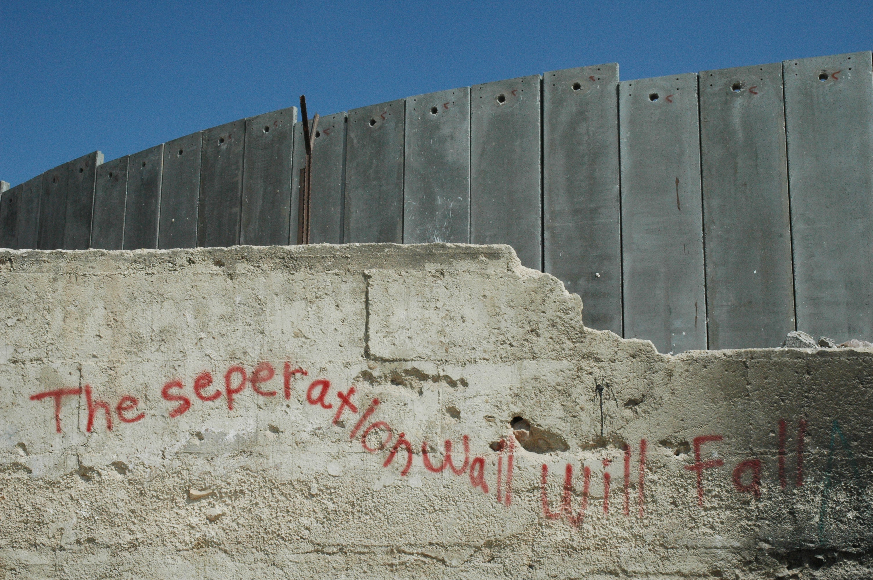 Graffiti_near_israeli_wall-