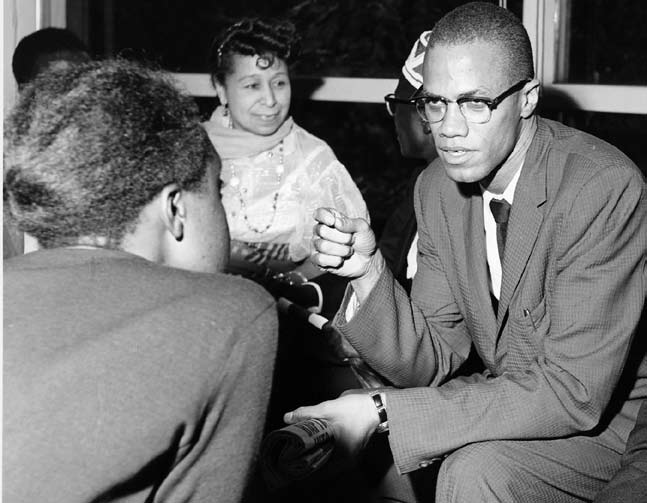 Malcolm_x_in_discussion-2-